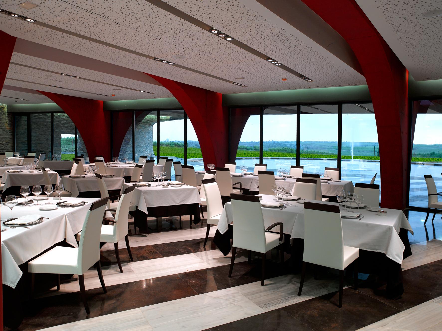 Visita, Cata + Restaurante en Bodega Sommos